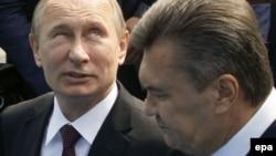 Володимир Путін (л), Віктор Янукович (п), архівне фото 2013 року