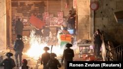 Судири меѓу полицијата и палестински демонстранти. Ерусалим