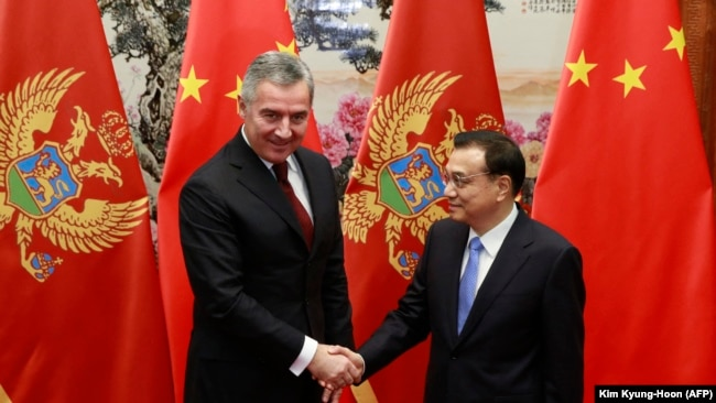 Kryeministri i atëhershëm i Malit të Zi, Millo Gjukanoviq, dhe kryeministri i Kinës, Li Keqiang. Nëntor, 2015.