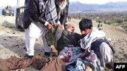 مخالفین مسلح و طالبان ادعا میکنند که تلفات افراد ملکی توسط نیرویهای افغان و نیرویهای خا رجی صورت میگیرد.