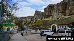Майданчик поблизу етнокомплексу «Гузель» на околиці Бахчисарая