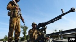 Pjesëtarët e ushtrisë së Pakistanit në provincën e trazuar Khyber