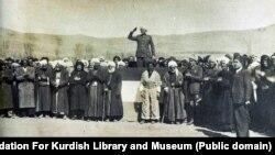 قاضی محمد در روز دوم بهمن ماه سال ۲۴ در مهاباد اعلام جمهوری کرد.