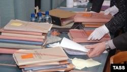 Открытие архивов спецслужб всегда чревато неприятностями