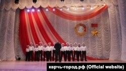 Выступление ансамбля песни и пляски Черноморского флота России в Керчи 11 апреля 2021 года