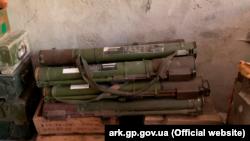 Арсенал оружия и боеприпасов на территории гаражного кооператива Авдеевки, 1 октября 2021