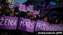 Da li je u Srbiji u poslednje tri decenije na delu repatrijarhalizacija društva koje skreće udesno? (Foto: Ženski marš u Beogradu, januar 2017.)