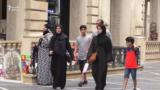 Bakı küçələrində turistlər