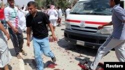 Njerëzit janë tubuar në vendin e një shpërthimi në Bakuba të Irakut