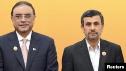 Президенти Пакистану та Ірану Асіф Алі Зардарі (ліворуч) і Махмуд Ахмадінеджад (праворуч) на саміті Шанхайської організації співпраці, Пекін, 7 червня 2012 року