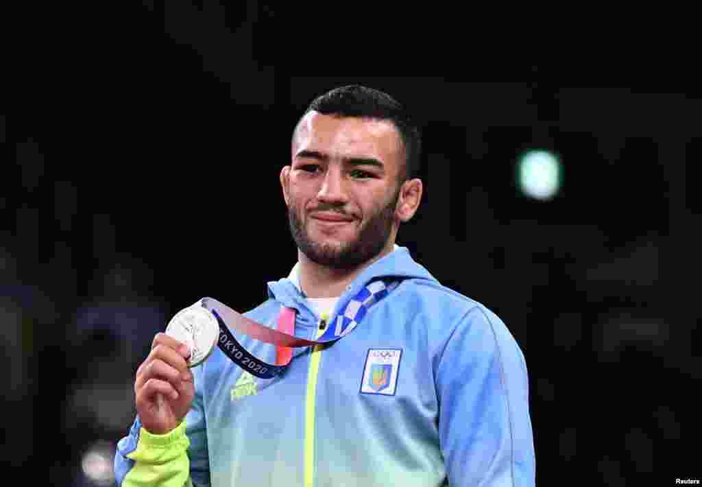 Украинский борец Парвиз Насибов завоевал «серебро» на Олимпийских играх в Токио. В финале он уступил иранцу Мохаммаду Резе Гераи. Это вторая серебряная медаль для сборной Украины