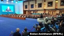 Қазақстан президенті жолдауы рәсімінде отырған шенеуніктер. Астана, 30 қараша 2015 жыл.