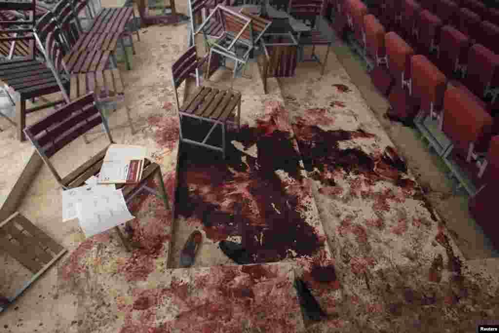 مدرسه در خون؛ حتی کودکان یک مدرسه هم از حملات تروریستی درامان نماندند و طالبان با حمله به یک مدرسه، کودکان بسیاری را به قتل عام رساند.