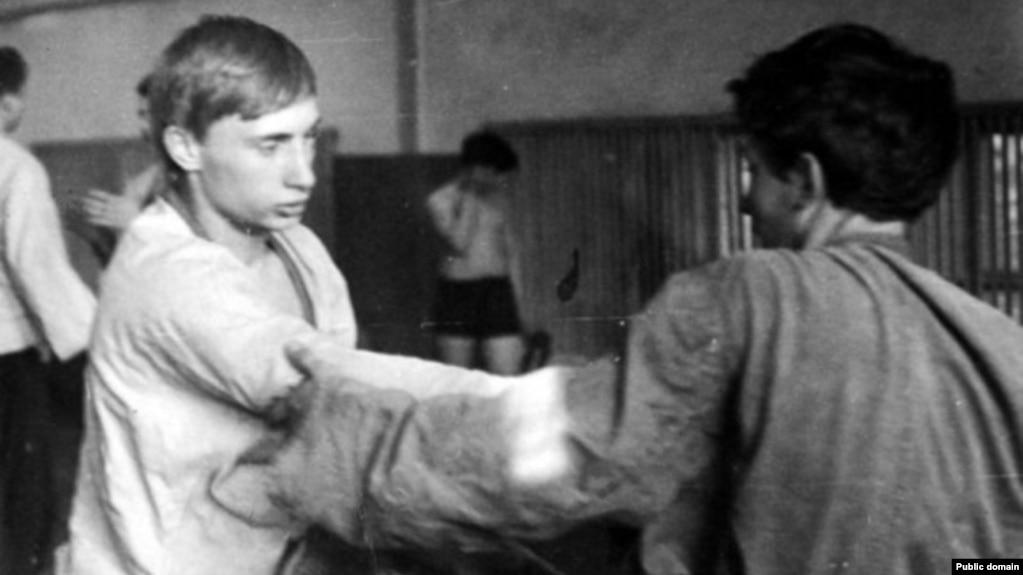 Владимир Путин на тренировке по самбо