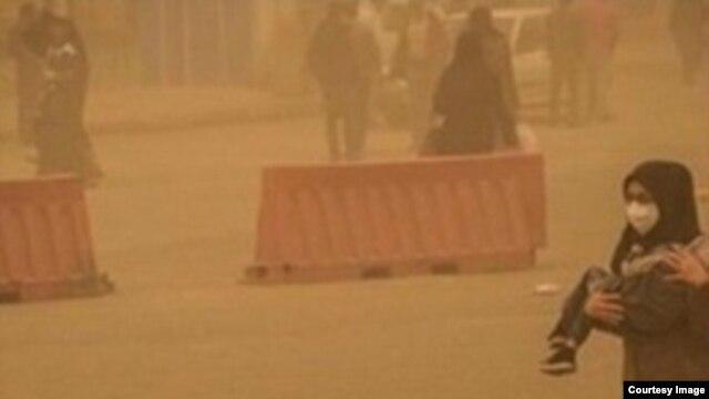 علاوه بر استانهای شرقی ایران پدیده ریزگرد در استانهای جنوبی و غربی ایران نظیر خوزستان و ایلام  نیز بارها رخ داده است