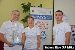 Vasile și Lidia Forțu cu unul din copiii lor la Ziua Diasporei la Manta