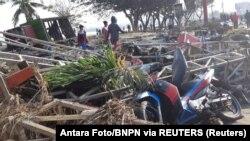 Разрушенный землетрясением магазин в городе Палу на индонезийском острове Сулавеси. 29 сентября 2018 года.