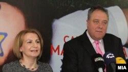 Вицепремиерката Теута Арифи и известувачот во Европарламентот за Македонија Ричард Ховит