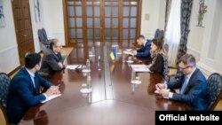 Ўзбекистон элчисининг Украина расмийлари билан учрашуви 3 март куни бўлиб ўтган. Украина ТИВ фотоси.