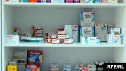 Представители властей наличие проблемы в фармацевтической сфере признают и обещают ввести жесткие меры контроля