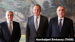 Russia -- (L-E) Armenian Foreign Minister Zohrab Mnatsakanian, Russian Foreign Minister Sergei Lavrov and Azerbaijani Foreign Minister Elmar Mammadyarov meet in Moscow, April 15, 2019