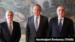 Cei trei miniștri Zohrab Mnatsakanian, Sergei Lavrov și Elmar Mammadiarov astăzi la ambasada Azerbaidjanului de la Moscova, 15 aprilie 2019