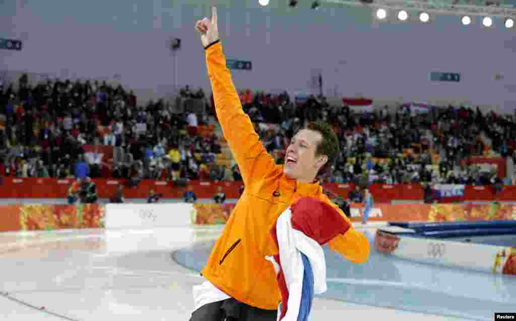 Netherland's Stefan Groothuis elebrates winning the men's 1,000-meter speed-skating race.