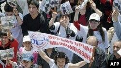 در آستانه انتخابات، فعالیت تبلیغاتی احزاب در ارمنستان اوج گرفته است.
