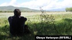 Позади Дици расположено другое грузинское село – Эредви. Его разрушили одним из первых во время войны 2008 года: сейчас там никто не живет