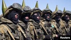 Казахстанские военнослужащие на параде в День защитника Отечества. Жамбылская область, 7 мая 2013 года.