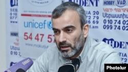 Armenia - Opposition activist Zhirayr Sefilian at a news conference in Yerevan, 11Feb2015.
