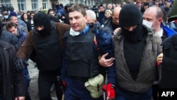 Проросійські бойовики затримують голову горлівської міліції, 14 квітня 2014 року