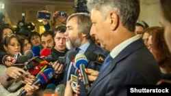Ілюстративне фото: Юрій Бойко (праворуч) і Вадим Новинський, 8 грудня 2016 року
