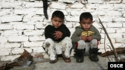 Romi u romskom naselju u Beogradu