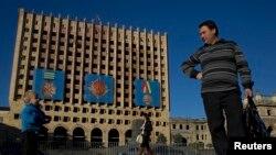 Для граждан Абхазии последняя четверть века, даже полвека ее истории, – это беспрерывная национально-освободительная борьба абхазского народа, во время которой Кремль отнюдь не всегда и во всем поддерживал ее