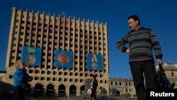 Скандал вокруг «Дневников» – очередное подтверждение тому, что для абхазов война 1992-1993 годов была национально-освободительной, и видение ее как некоего «внутрисемейного конфликта» представляется неприемлемым и воспринимается очень болезненно