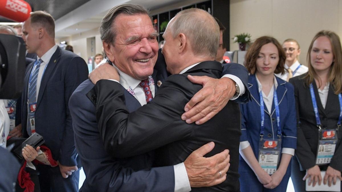 «Карлик с Украины». Шредер обозвал посла Мельника в ответ на критику его позиции по Крыму
