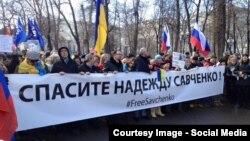 На шествии в память об оппозиционном политике Борисе Немцове. Москва, 27 февраля 2016 года.