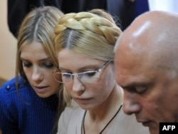 Yulia Tymoshenko (center) is surrounded by her daughter, Yevhenia, and her husband, Oleksandr, in a Kyiv court in October.