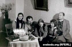 Вольга Іпатава, Сяргей Панізьнік, Зоська Верас, Галіна Войцік, Віталь Скалабан, Уладзімер Содаль. 1982 г.