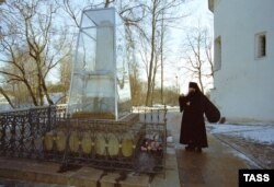 Могила Александра Сергеевича Пушкина в Святогорском монастыре