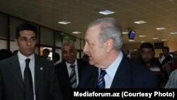Аяз Муталлибов в бакинском аэропорту, 7 июля 2012