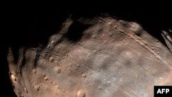 Марс иярчене Фобос
