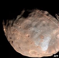 Поверхность спутника Марса - Фобоса. Фото НАСА