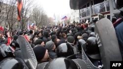Штурм прокуратури у Донецьку, 16 березня