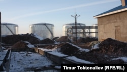Кытайлык мунайды кайра иштетүүчү заводун куруу иштери 2009-жылдан бери жүрүүдө.