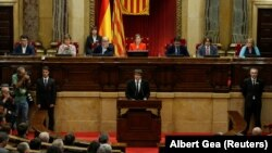 Карлес Пучдемон виступає в парламенті Каталонії, Барселона, 10 жовтня 2017 року