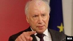 Посредникот во разговорите за спорот за името, амбасадорот Метју Нимиц.
