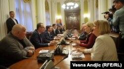 Maja Gojković na kolegijumu sa šefovima poslaničkih grupa na kojem su od opozicije učestvovali samo Vjerica Radeta iz Srpske radikalne stranke i Čedomir Jovanović iz Liberalno demokratske partije