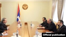 Nagorno-Karabakh - U.S. negotiator James Warlick (L) meets Karabakh President Bako Sahakian in Stepanakert, 13Sep2013.